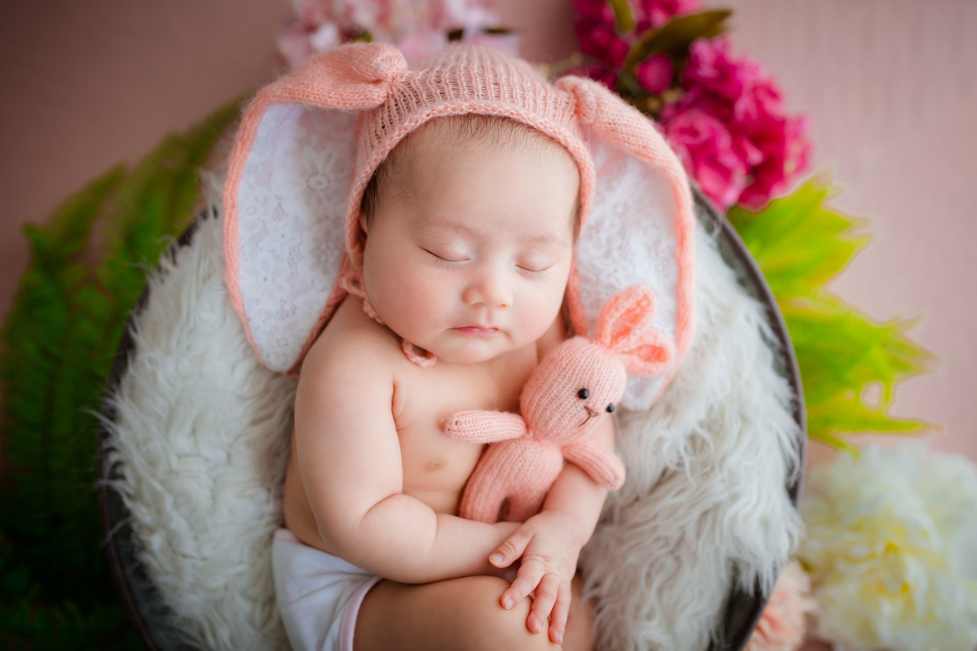 What Are the Precautions Newborn Photographer Should Consider